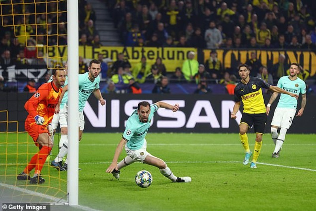 Dortmund ngược dòng kịch tính, Barca hòa muối mặt tại Nou Camp - ảnh 3