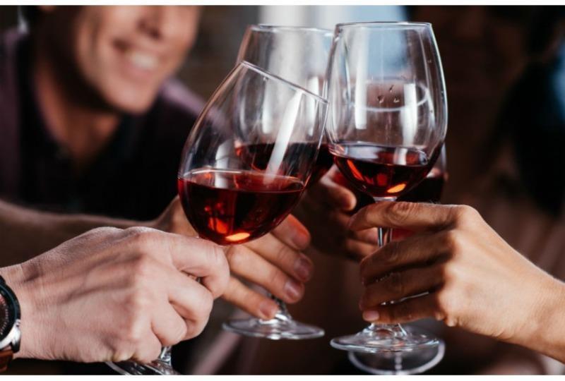 Uống 1 ly rượu vang mỗi ngày lợi hay hại? - ảnh 2