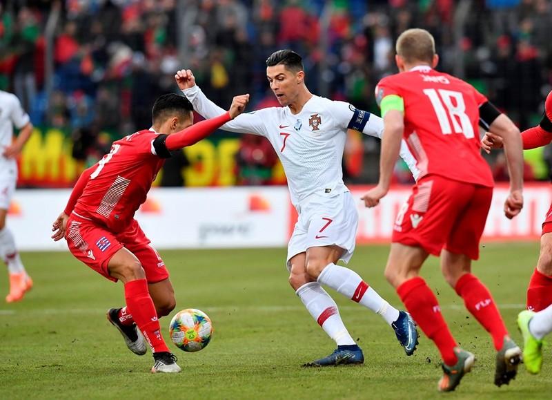 Ronaldo ghi bàn cuối giờ, Bồ Đào Nha đoạt vé tham dự Euro 2020 - ảnh 4
