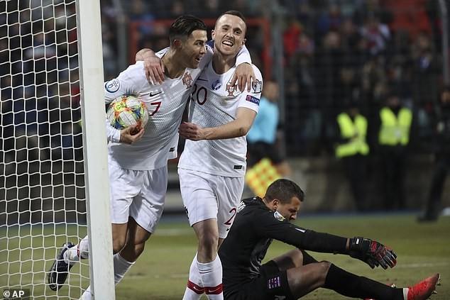 Ronaldo ghi bàn cuối giờ, Bồ Đào Nha đoạt vé tham dự Euro 2020 - ảnh 5