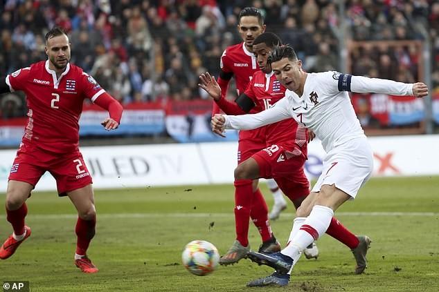 Ronaldo ghi bàn cuối giờ, Bồ Đào Nha đoạt vé tham dự Euro 2020 - ảnh 1