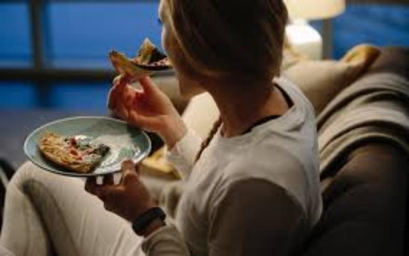 Ăn đêm ảnh hưởng đến tim như thế nào? - ảnh 1