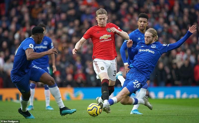 Hậu vệ 'đốt đền', sao trẻ tỏa sáng giúp MU thoát thua Everton - ảnh 1