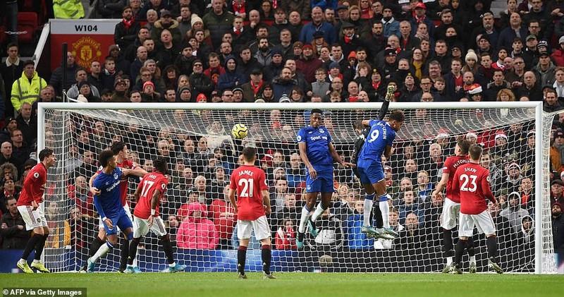 Hậu vệ 'đốt đền', sao trẻ tỏa sáng giúp MU thoát thua Everton - ảnh 3