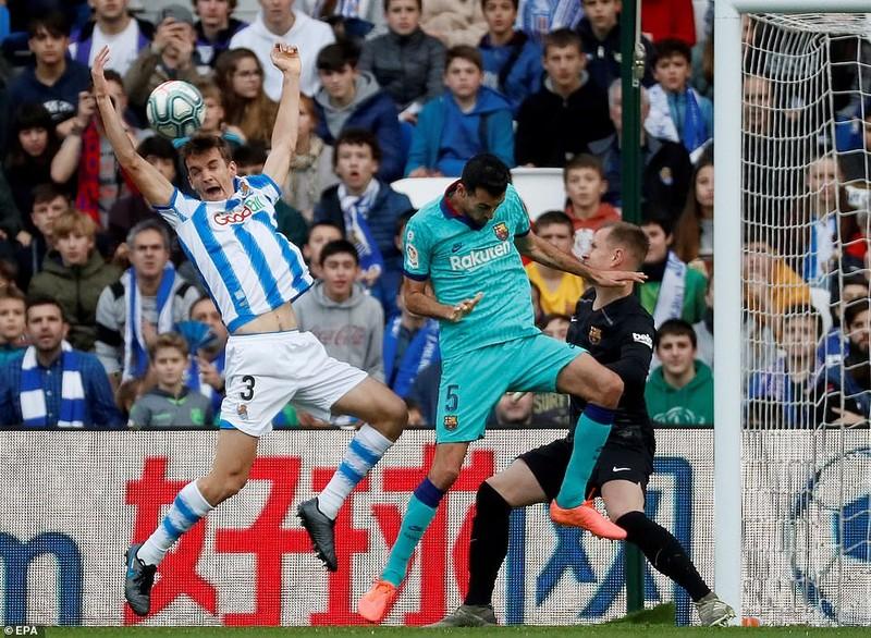 Chia điểm trên sân của Real Sociedad, Barca lung lay ngôi đầu - ảnh 1
