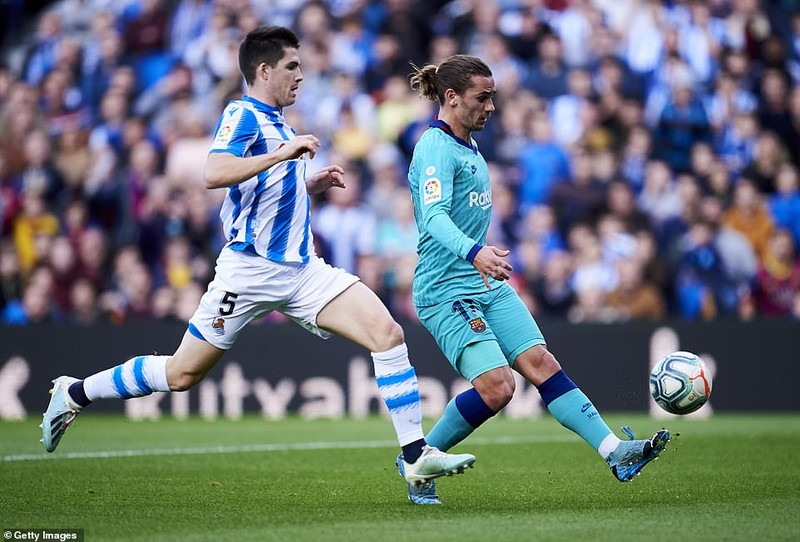 Chia điểm trên sân của Real Sociedad, Barca lung lay ngôi đầu - ảnh 3