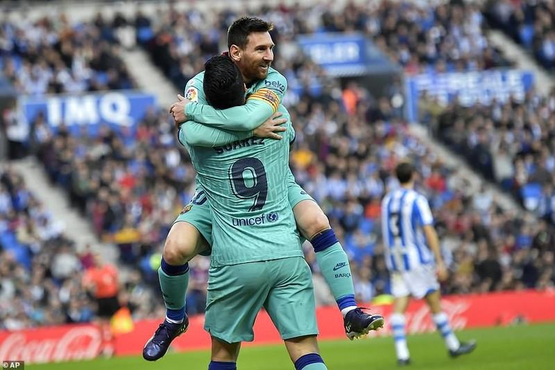 Chia điểm trên sân của Real Sociedad, Barca lung lay ngôi đầu - ảnh 4