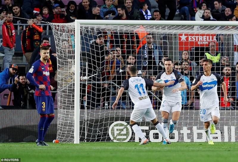 Trọng tài 2 lần từ chối bàn thắng, Barca vẫn thắng tưng bừng - ảnh 4