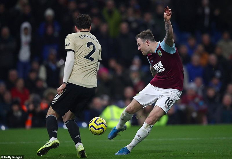 Thắng trên sân Burnley, MU 'phả hơi nóng' lên Chelsea - ảnh 4