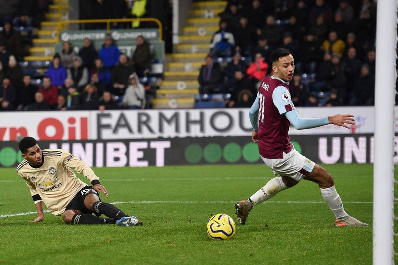 Thắng trên sân Burnley, MU 'phả hơi nóng' lên Chelsea - ảnh 5