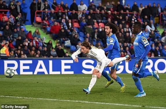 Thắng dễ Getafe, Real Madrid tạm soán ngôi đầu của Barcelona - ảnh 6