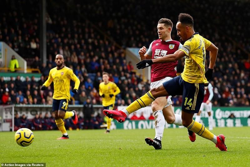 Hàng công bế tắc, xà ngang 'cứu' thua cho Arsenal phút cuối - ảnh 1