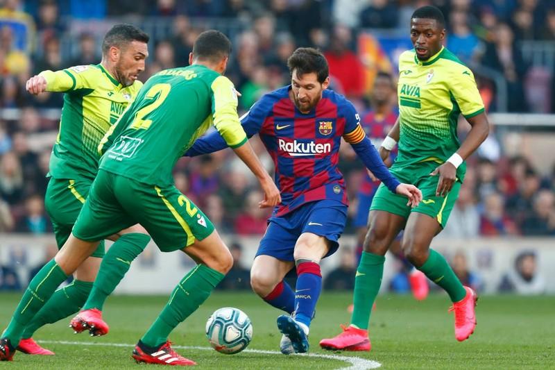 """Messi lập poker, Barcelona """"huỷ diệt"""" Eibar chiếm ngôi đầu - ảnh 1"""