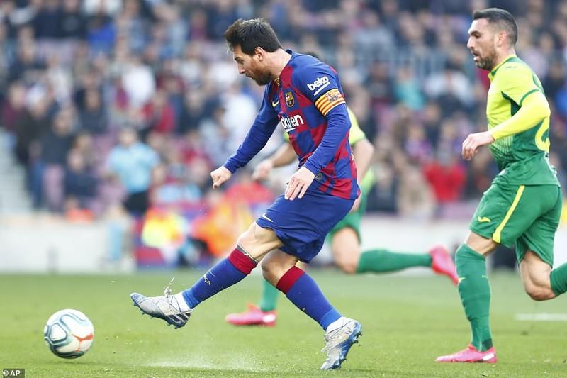"""Messi lập poker, Barcelona """"huỷ diệt"""" Eibar chiếm ngôi đầu - ảnh 3"""