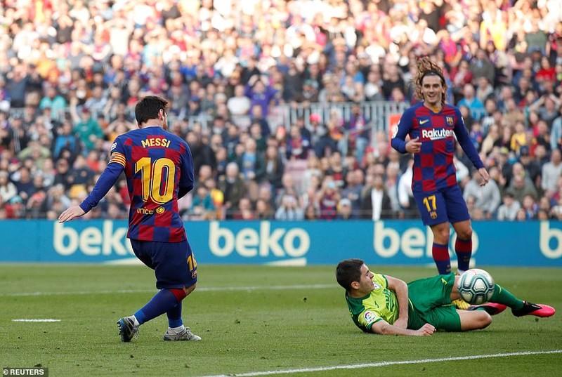 """Messi lập poker, Barcelona """"huỷ diệt"""" Eibar chiếm ngôi đầu - ảnh 4"""