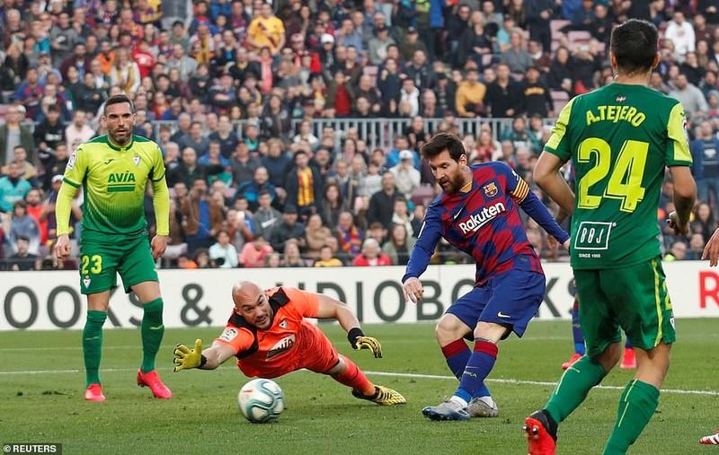 """Messi lập poker, Barcelona """"huỷ diệt"""" Eibar chiếm ngôi đầu - ảnh 6"""