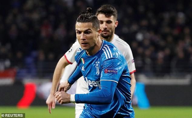 Ronaldo 'tịt ngòi', Juventus thua sốc trước Lyon trên đất Pháp - ảnh 1
