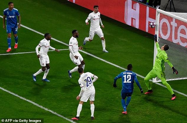 Ronaldo 'tịt ngòi', Juventus thua sốc trước Lyon trên đất Pháp - ảnh 2