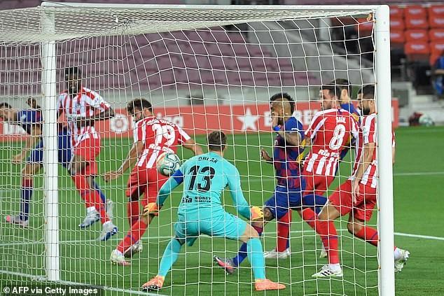 Chia điểm tại Nou Camp, Barcelona khó giữ ngôi vương - ảnh 2
