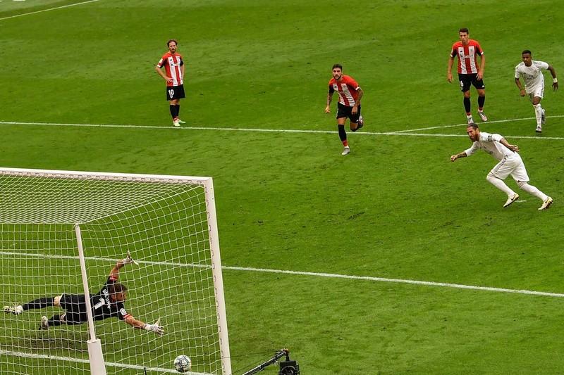 Ramos tiếp tục ghi bàn, Real Madrid tạm hơn Barca 7 điểm - ảnh 4