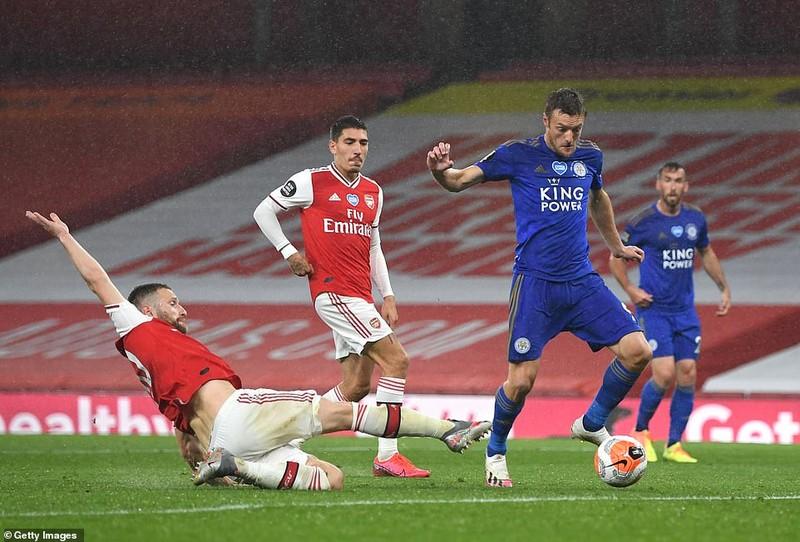 Chelsea thắng kịch tính, Arsenal mất điểm cuối trận  - ảnh 7