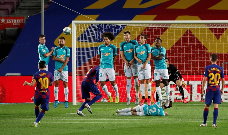 Thua sốc cuối trận, Barcelona chính thức thành cựu vương - ảnh 3