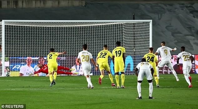 Benzema lập 'cú đúp', Real Madrid lên ngôi vô địch La Liga - ảnh 2