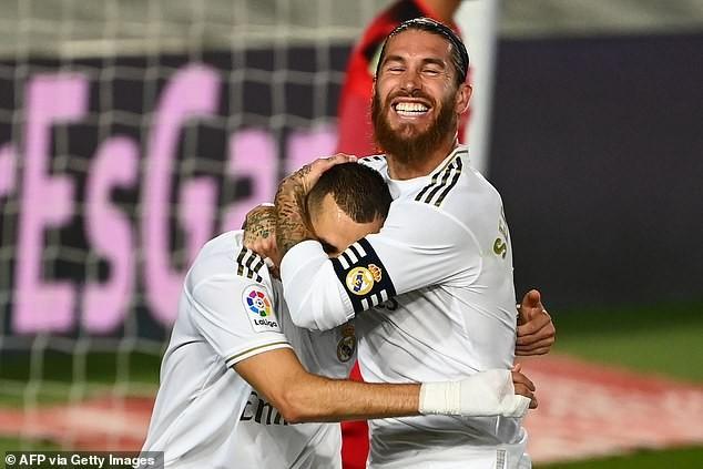 Benzema lập 'cú đúp', Real Madrid lên ngôi vô địch La Liga - ảnh 3