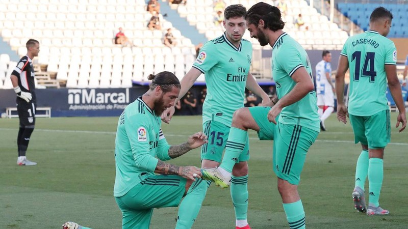 Real, Atletico cùng hòa, Sociedad may mắn dự Europa League - ảnh 2