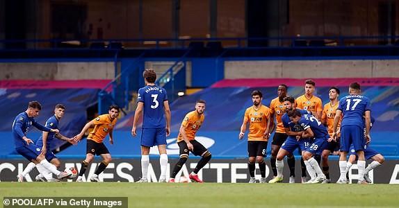 M.U, Chelsea cùng thắng, vào Top 4 Premier League - ảnh 4