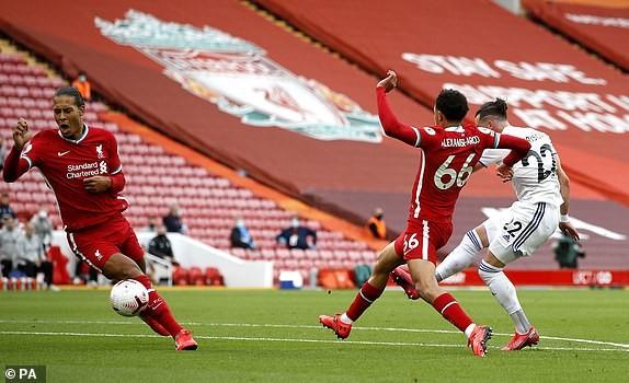 Salah lập Hattrick, Liverpool nhọc nhằn thắng đội mới lên hạng - ảnh 2
