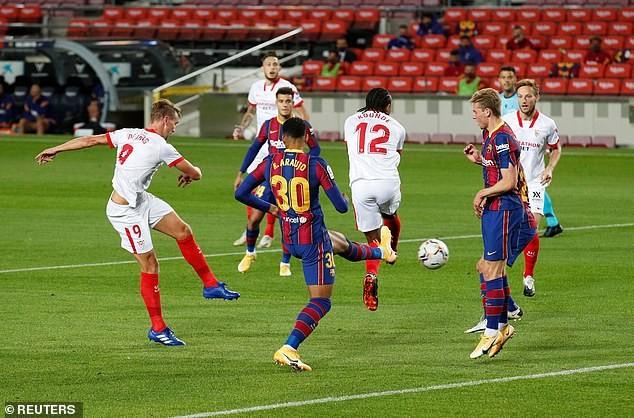 Ghi bàn sớm, Barcelona và Sevilla chia điểm tại Nou Camp - ảnh 1