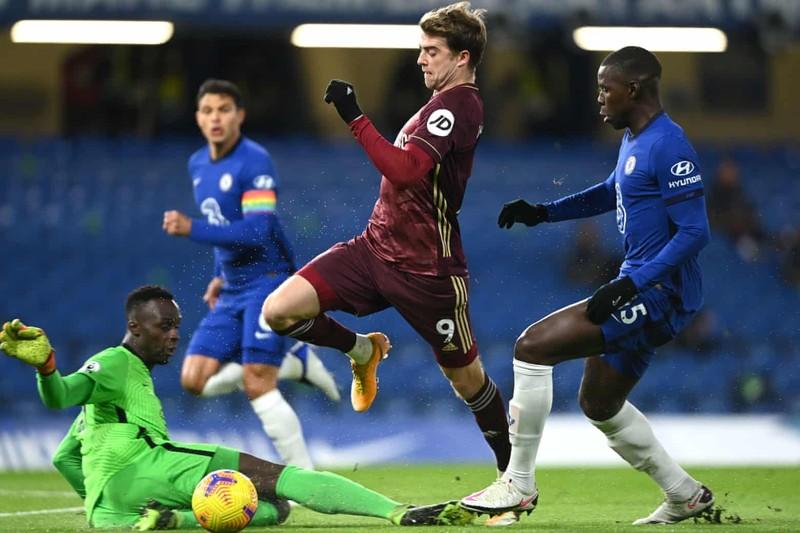 Ngược dòng đánh bại tân binh, Chelsea chiếm ngôi đầu bảng - ảnh 1