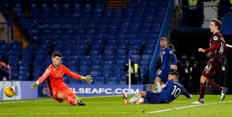 Ngược dòng đánh bại tân binh, Chelsea chiếm ngôi đầu bảng - ảnh 4