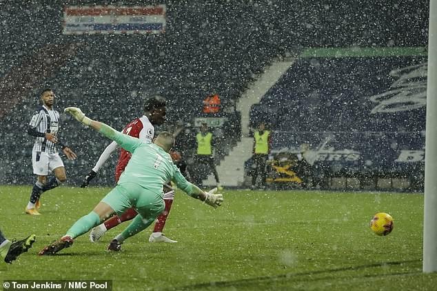 Arsenal thắng trận thứ ba liên tiếp, Tottenham vào Top 3 - ảnh 2