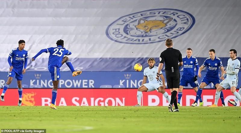 Leicester City bất ngờ chiếm ngôi đầu Premier League - ảnh 1