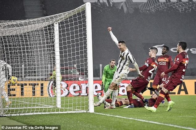 Hậu vệ đốt đền,  Roma 'phơi áo' trên sân Juventus - ảnh 2