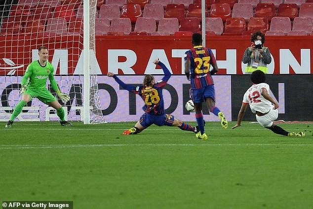 Messi 'đứng hình', người cũ 'kết liễu' Barcelona - ảnh 1