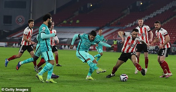 Đánh bại đội bét bảng, Liverpool trở lại cuộc đua Top 4 - ảnh 4