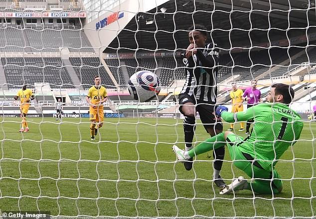 Tottenham hụt Top 4, Mourinho lên tiếng phàn nàn - ảnh 1