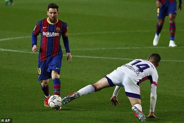 Thắng kịch tính, Barcelona đe dọa ngôi đầu của Atletico Madrid - ảnh 1