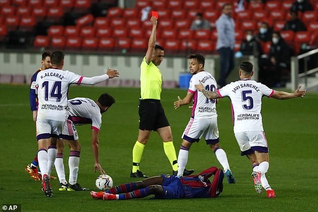 Thắng kịch tính, Barcelona đe dọa ngôi đầu của Atletico Madrid - ảnh 2