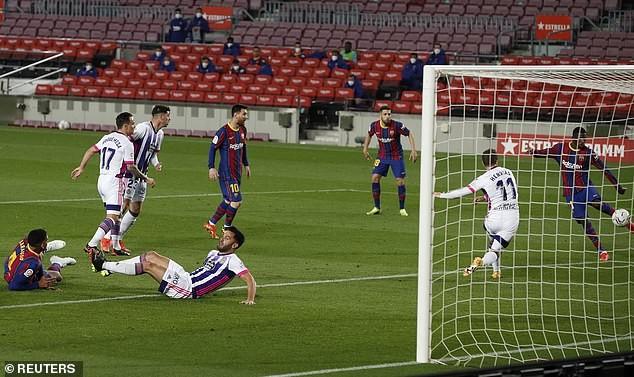 Thắng kịch tính, Barcelona đe dọa ngôi đầu của Atletico Madrid - ảnh 3