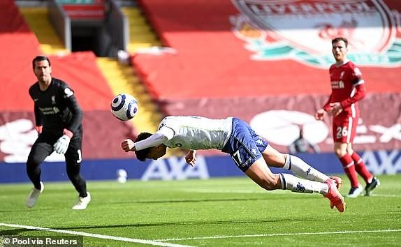 Hậu vệ lập công cuối trận, Liverpool lọt vào Top 4 - ảnh 5