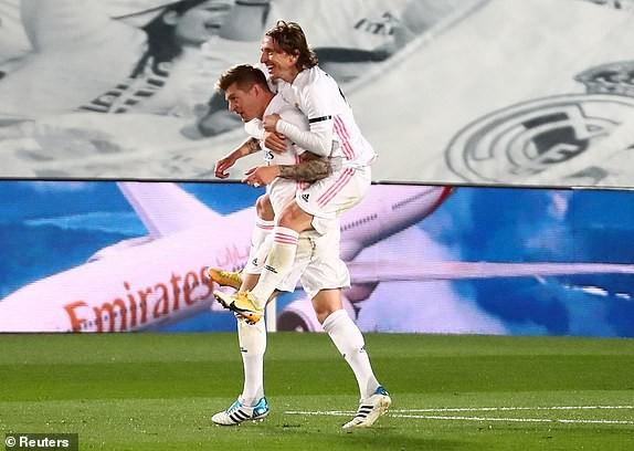 Thắng kịch tính trận siêu kinh điển, Real Madrid lên đầu bảng - ảnh 2