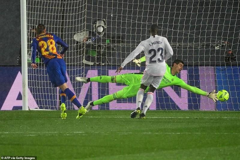 Thắng kịch tính trận siêu kinh điển, Real Madrid lên đầu bảng - ảnh 3