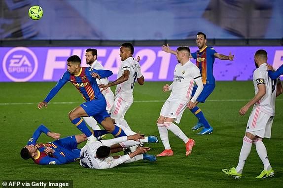 Thắng kịch tính trận siêu kinh điển, Real Madrid lên đầu bảng - ảnh 4