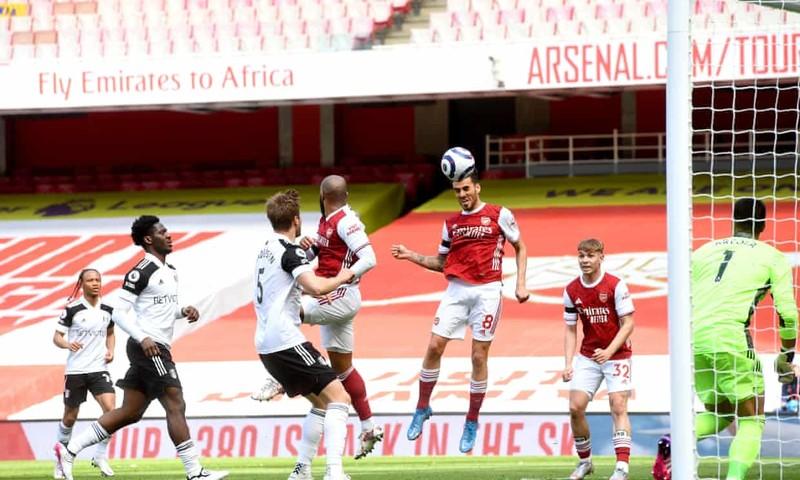 Hai lần bị từ chối bàn thắng, Arsenal thoát hiểm phút bù giờ - ảnh 2