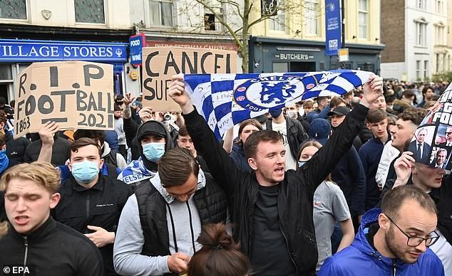 Tuchel khó chịu khi CĐV Chelsea biểu tình chống Super League - ảnh 2