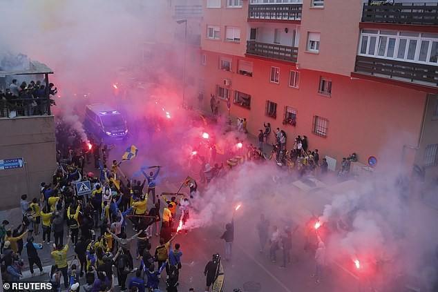 Real lên đầu bảng, CĐV Cadiz biểu tình chống Super League - ảnh 2